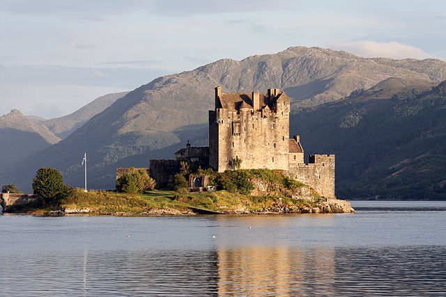 640px-Eilean_Donan_castle_-_95mm.jpg
